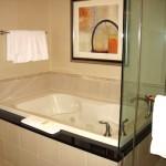 Hotel-bath-tub-jacuzzi-05