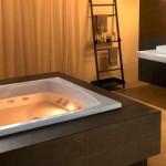 Hotel-bath-tub-jacuzzi-08