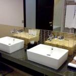 Hotel-bathroom-sinks-07